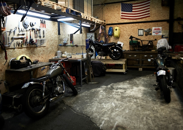 Clutch custom motorcycles paris atelier 4h10 for Location garage moto