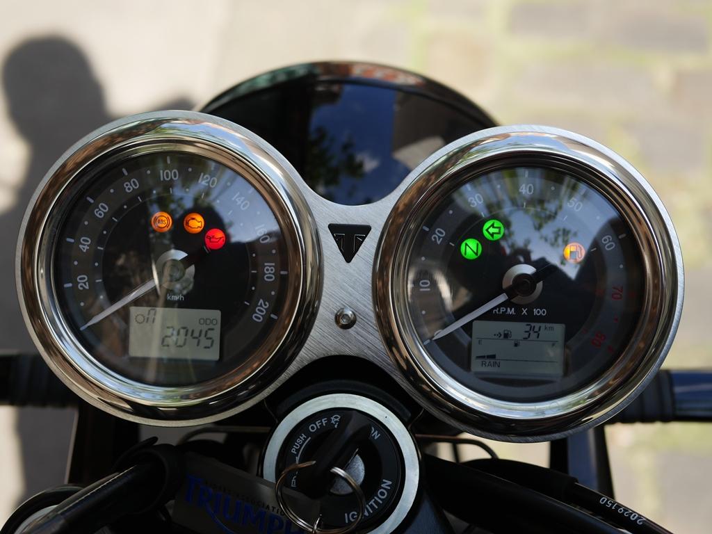 Triumpn bonneville T120 black 1200cc 4h10.com