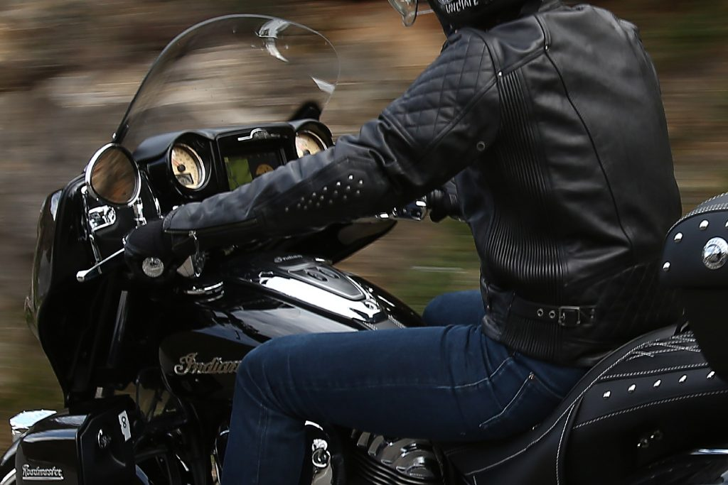 Indian-Indian motorcycle-motorcycle-4h10-Roadmaster-Chieftan-ThunderBlack-Moto-1