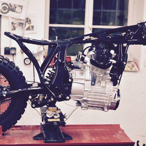 Motoism-custom-garage-munich-allemagne-GL500-GL500-JPN-CX500-CX-Honda-kustom-preparation-Silverwing-Motogadget-Öhlins-