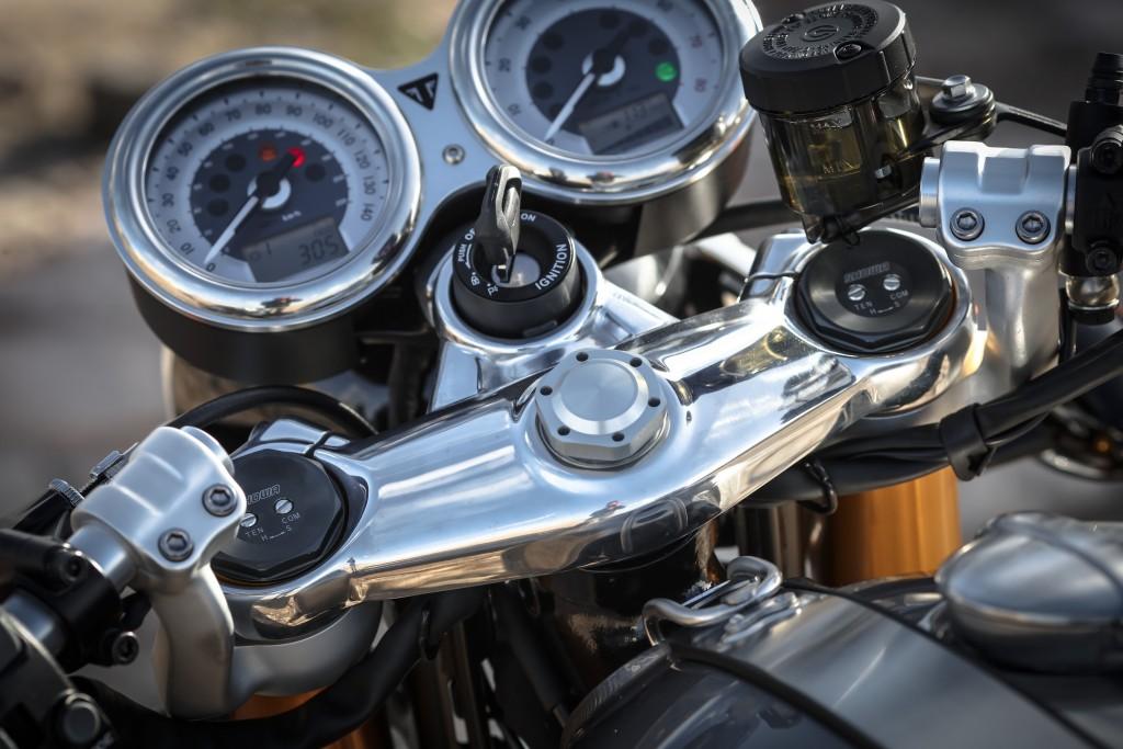 Triumph Thruxton 1200cc retro vintage essai test avis 4h10
