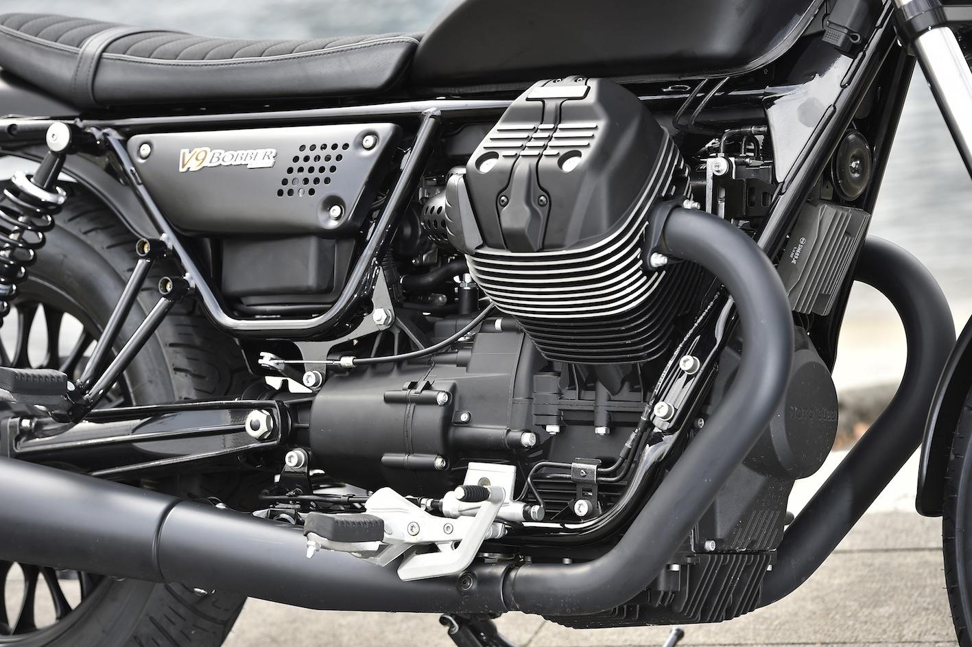 Moto Guzzi V9 Roamer bobber test avis café racer 4h10