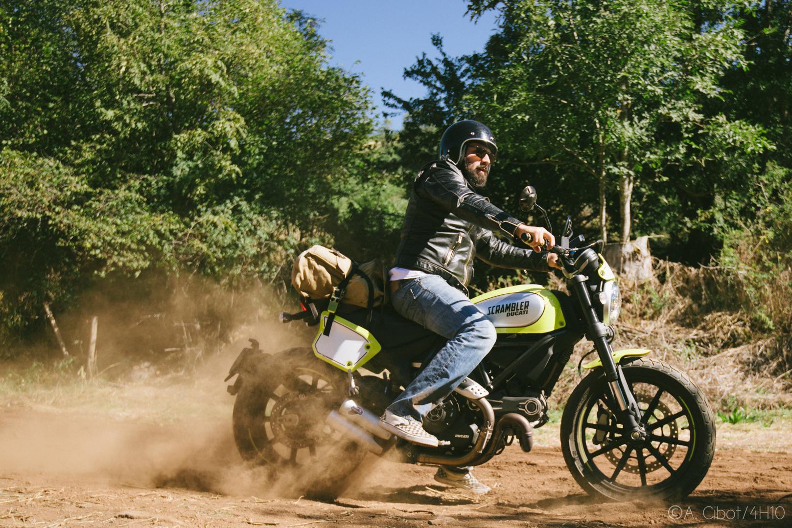 roadtrip-moto-auvergne-saint-flour-cantal-ballade-itineraire-4h10-ninety-scrambler14