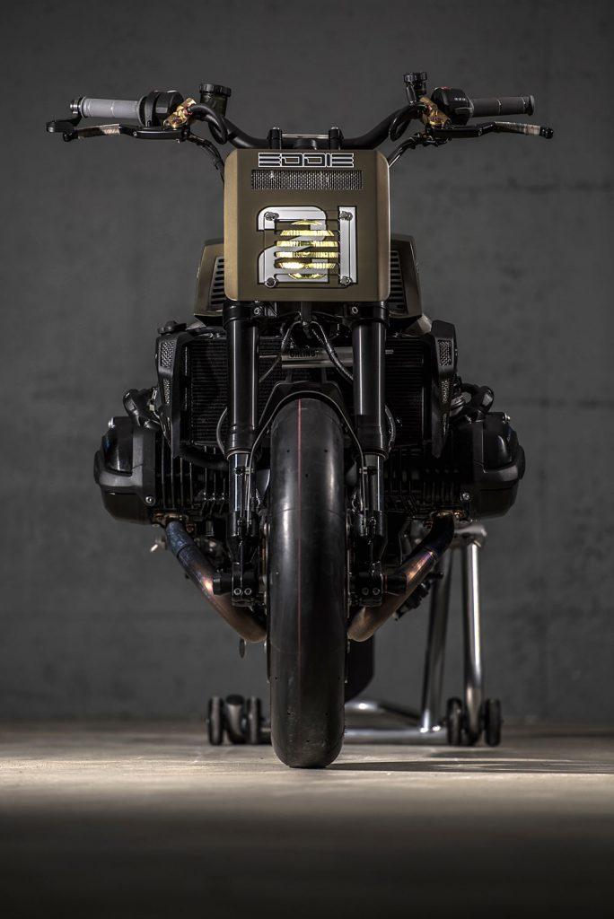 big_eddie_BMW_R1200R_04_BMWR1200R_Racer_VTR_Customs_romaindebascher_Eddie21_Eddie_Lawson_KawasakiZ_KZ1000_4H10_4h10_