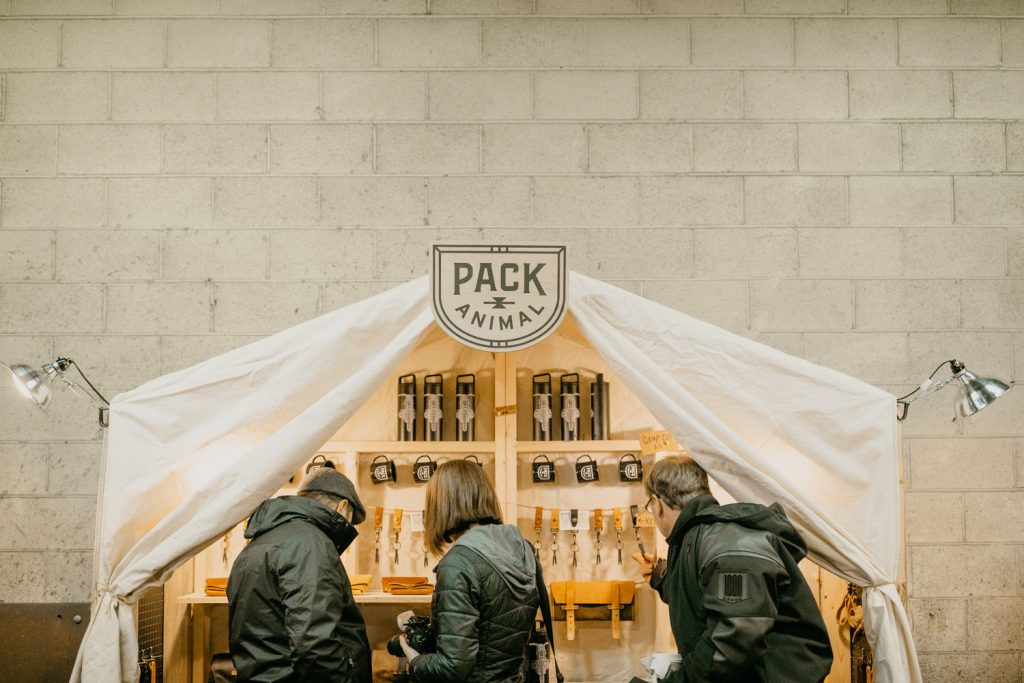 Pack Animal-sacoche-moto-portebagage-porte-bagage-vintage-roots-road trip-Michael Linquisdt-Jenny Linquisdt-sac-sangle-