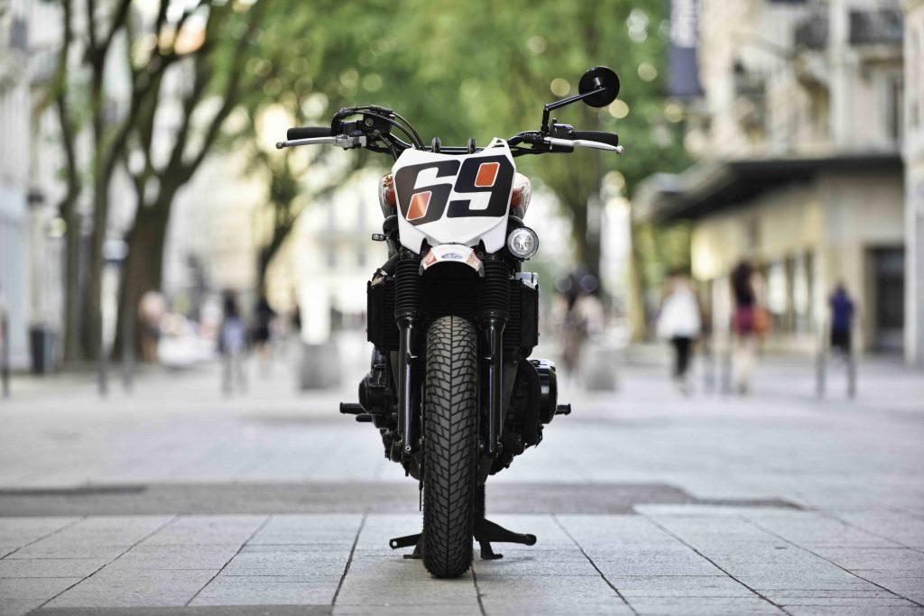 BF Motorcycles-BF#48-yamaha-fazer-600-custom-cafe racer-scrabbleur-préparation-custom-moto-