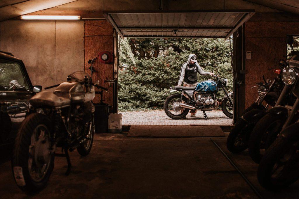 Chapeaux de Roues-Charles SEGUY-charlie photo-Quimperlé-Bretagne-Yamaha SR400-BMW R80/7-custom-kustom-cafe racer-moto-motorcycle-