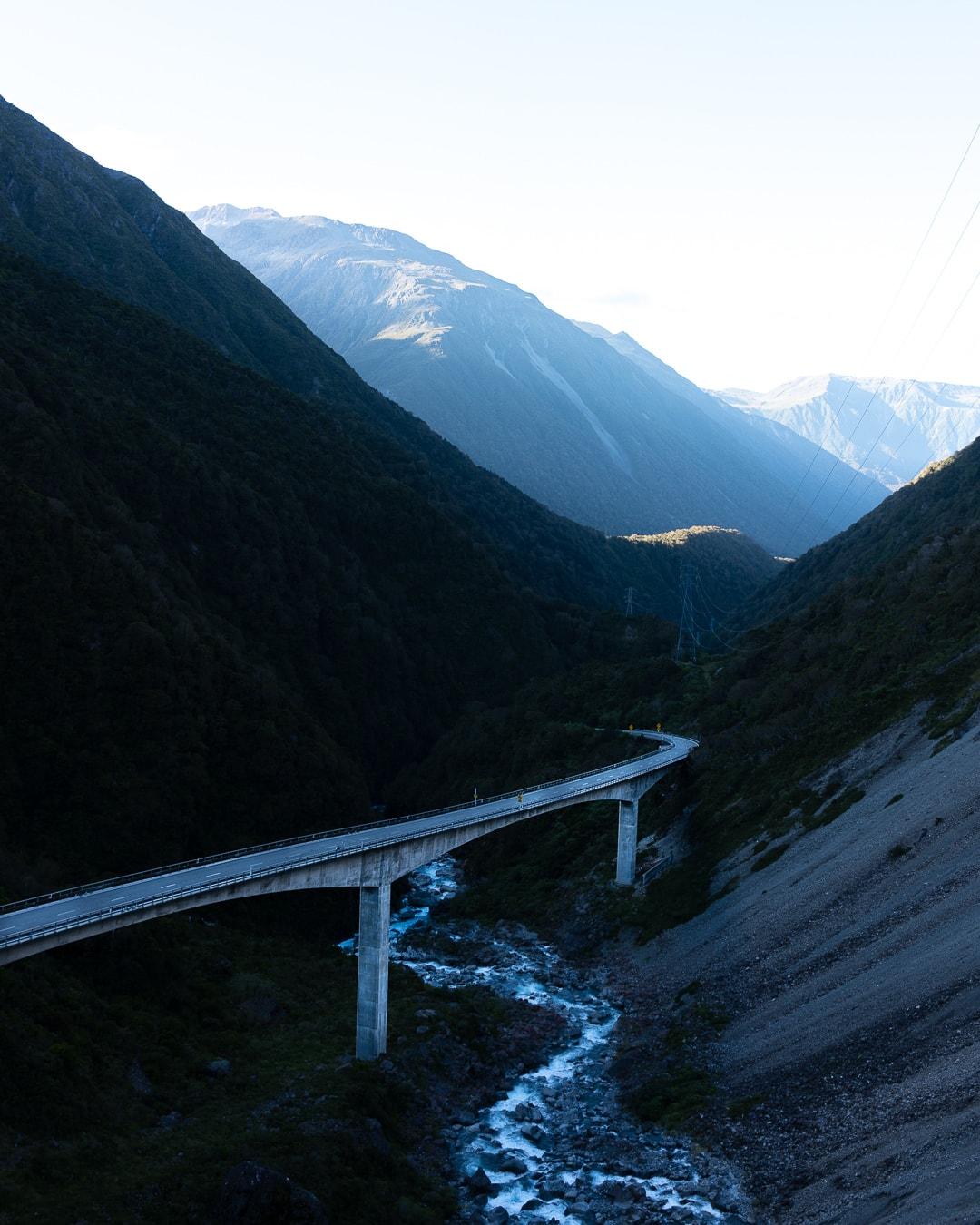 From NZ to FR voyage roadtrip moto tour du monde vintage remi chapeaublanc