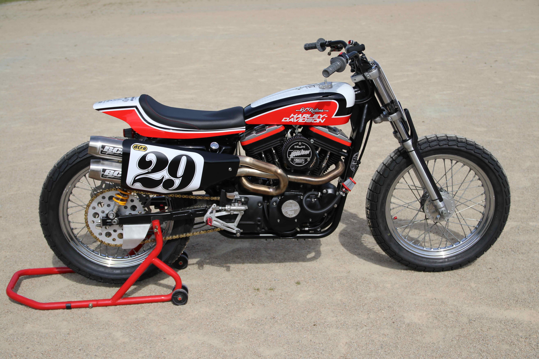 Harley Street 500 >> Un Flat Track sur base de Harley Sportster 86. BCKustoms | 4h10