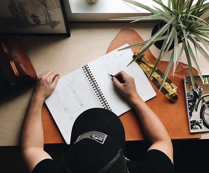 Prenez un café, un crayon et une feuille blanche – Carter Asmann