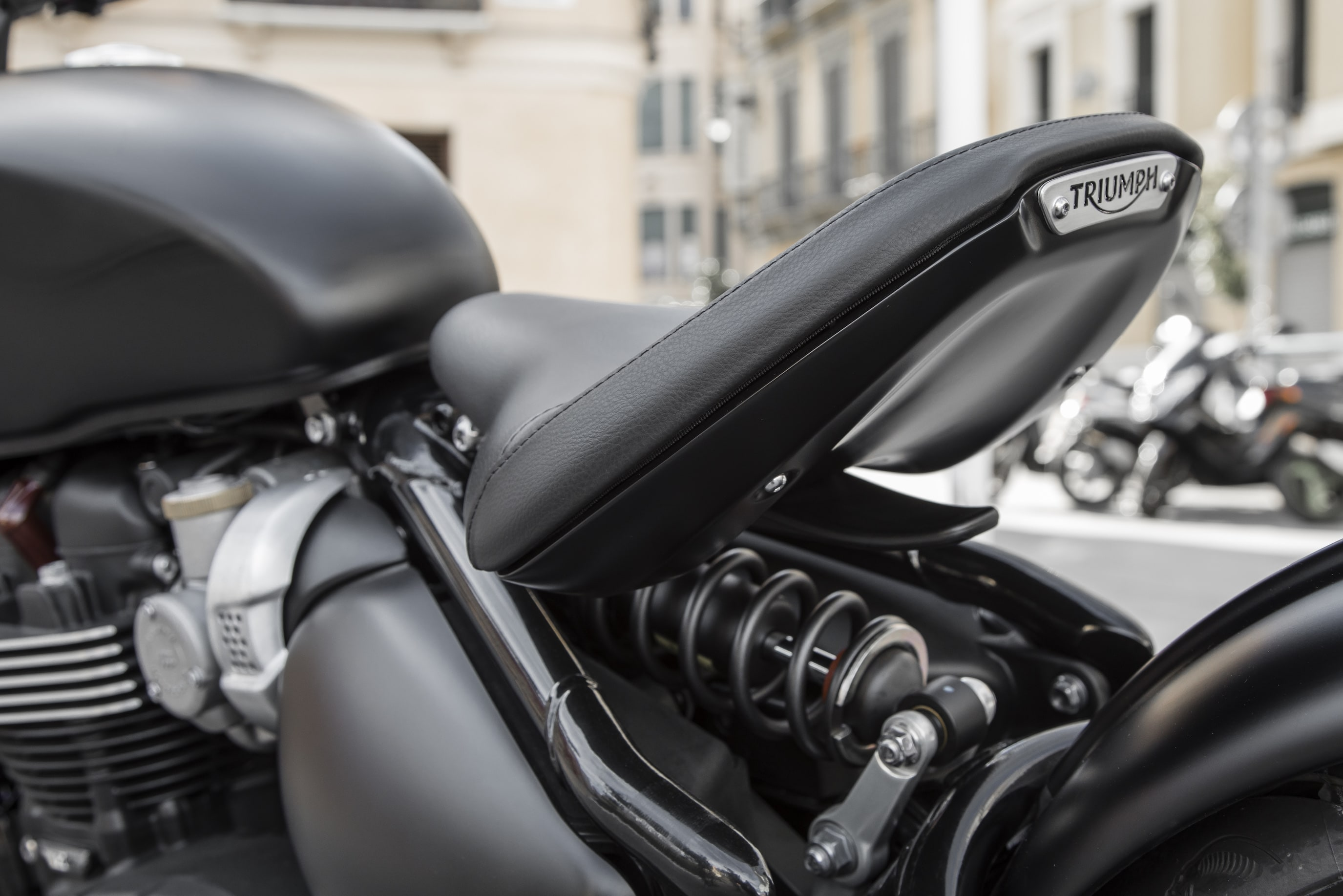 Triumph bobber black avis test essai