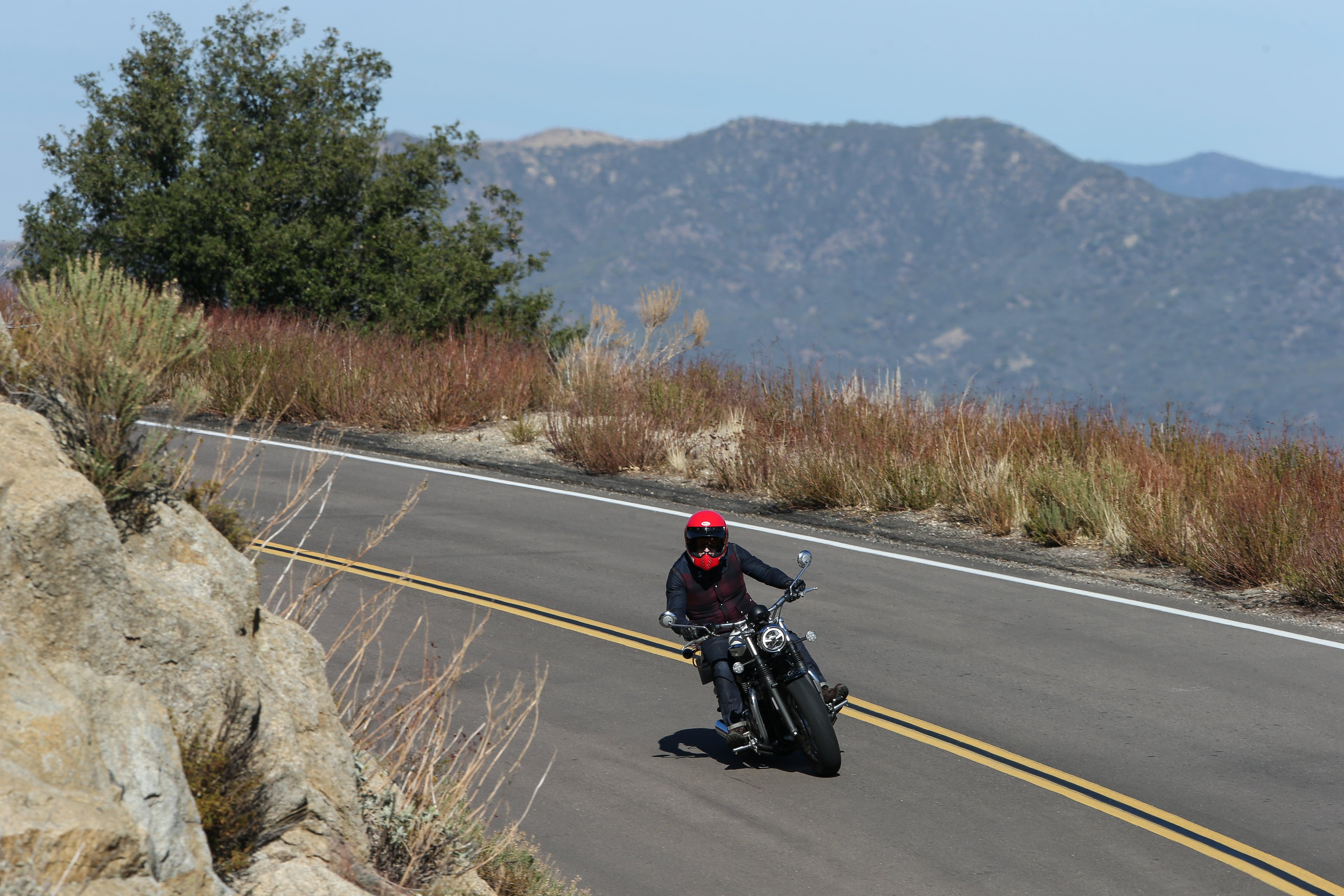 Triumph speedmaster test avis prix occasion fiche technique puissance comparatif