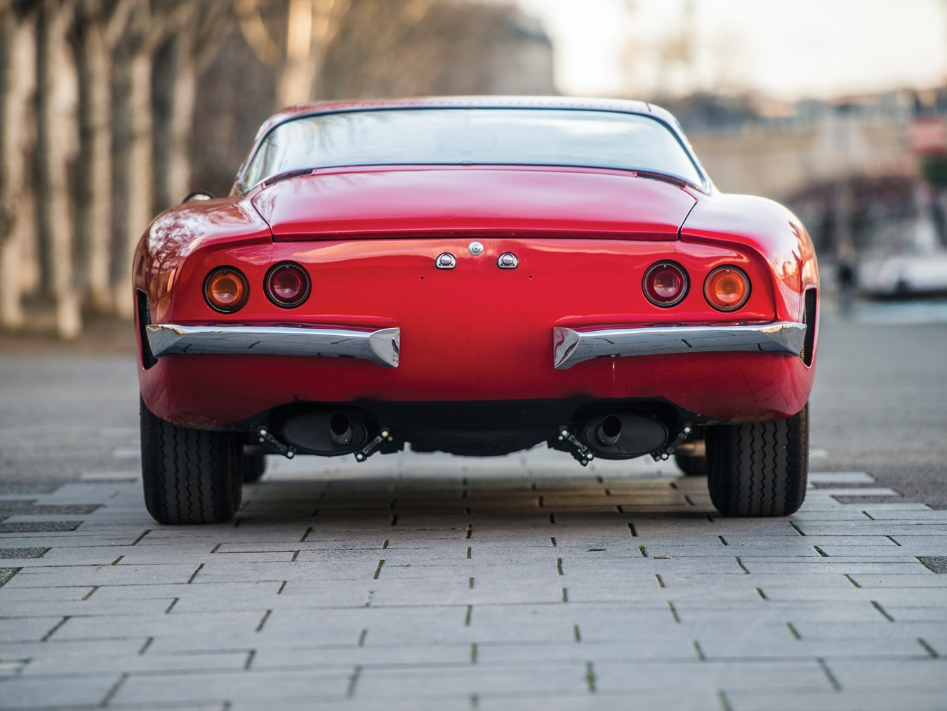 Iso grifo voiture collection sotheby ferrari bizzarrini