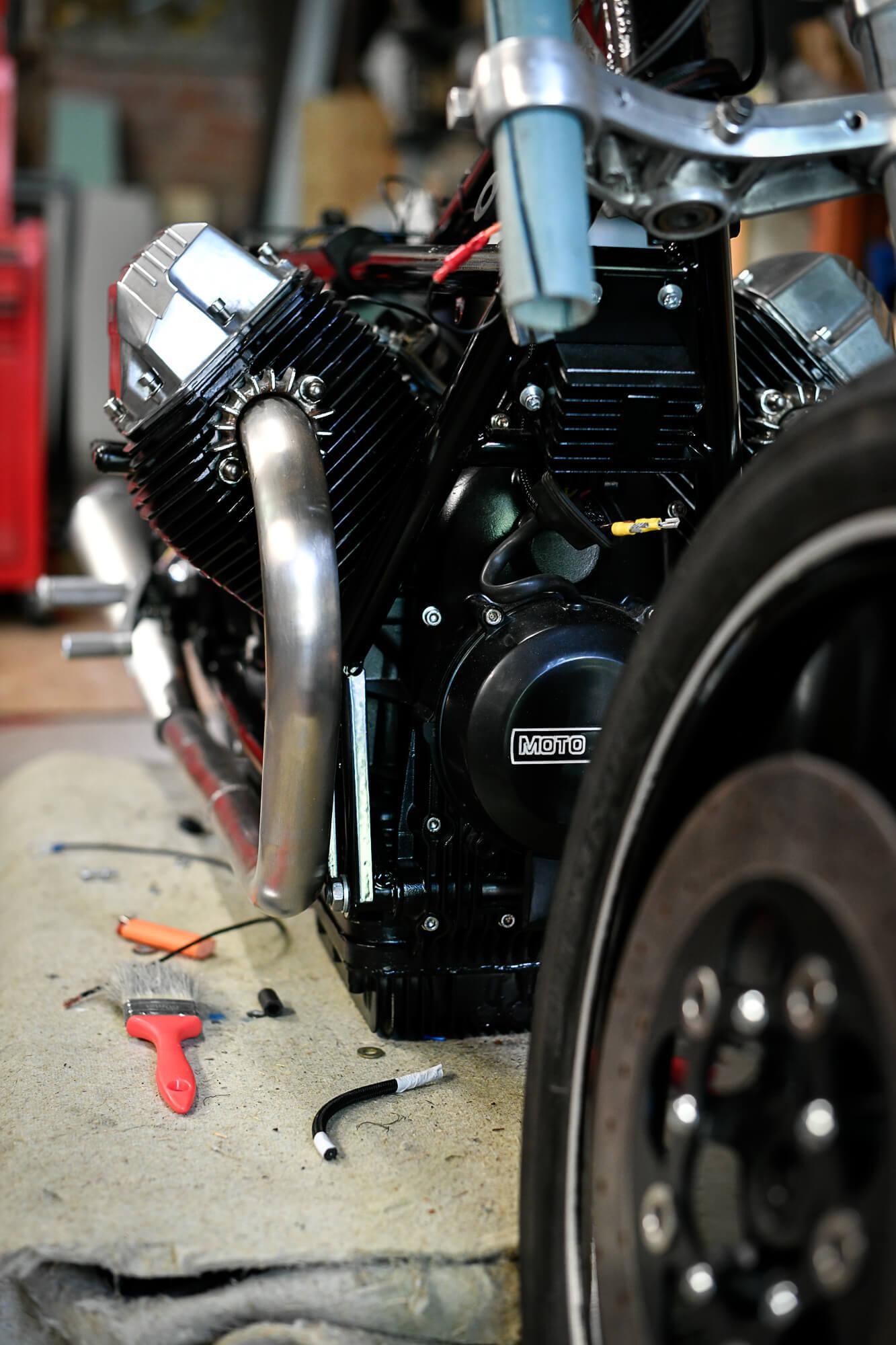peinture moteur moto haute temperature noir tutoriel guide comment faire décaper bombe