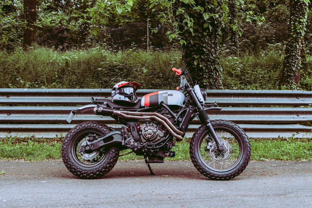 sur les chapeaux de roue SLCDR préparation moto café racer vintage scrambler XSR 700 XSR700 XSR900