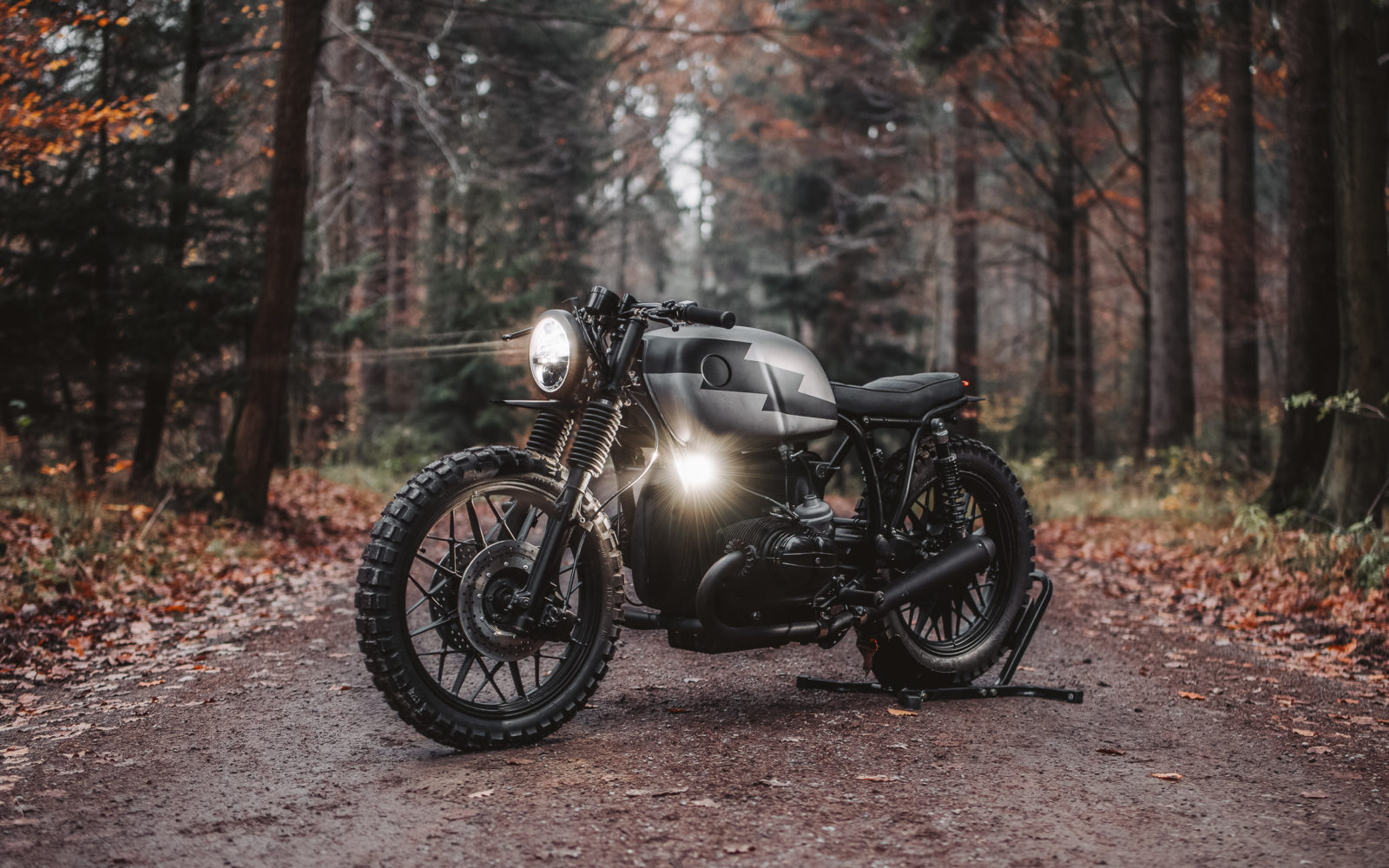 BMW Cafe racer hookie motogadget R100