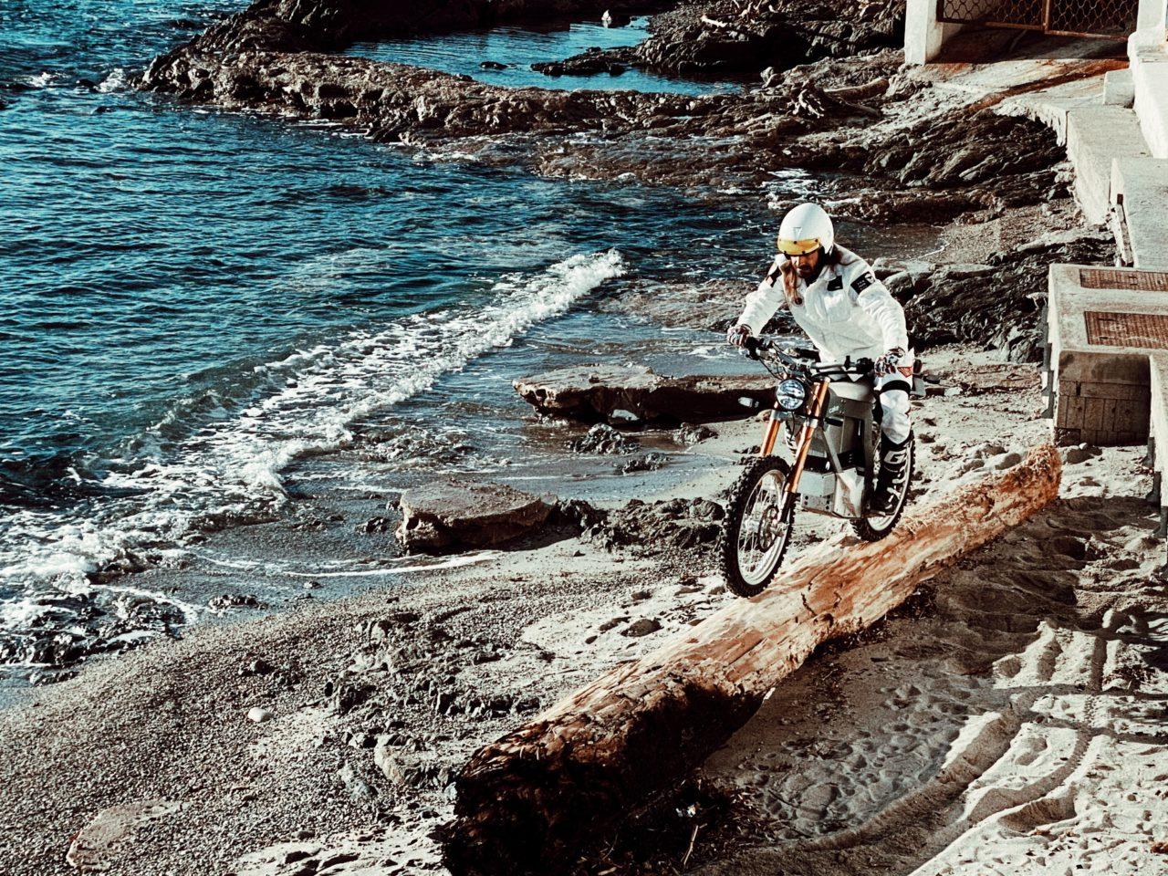 ELEKTRA FUTURE, du motocross en plein coeur de St-Tropez !