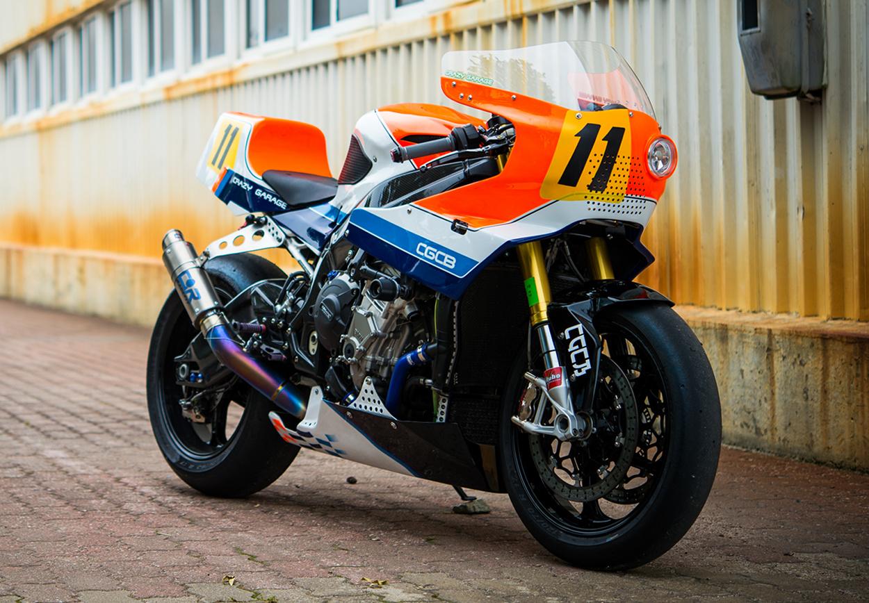 BMW S1000RR par Crazy Garage, le superbike star des années 80