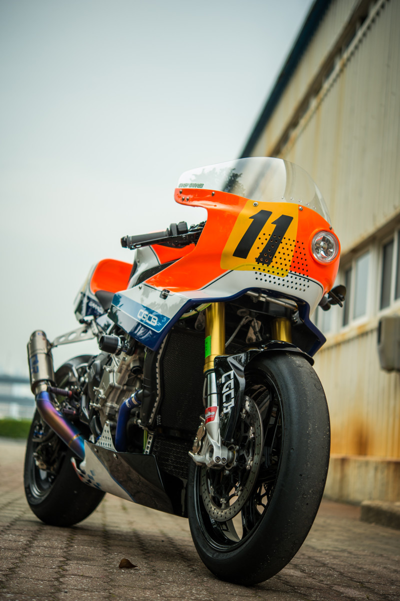 Avant de la retro Racer #11