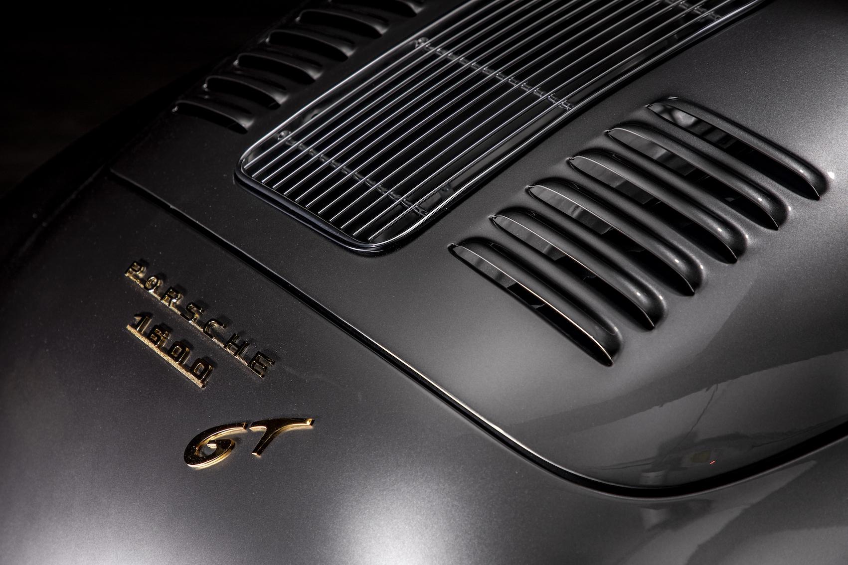 """Inscription """"1600 GT"""""""