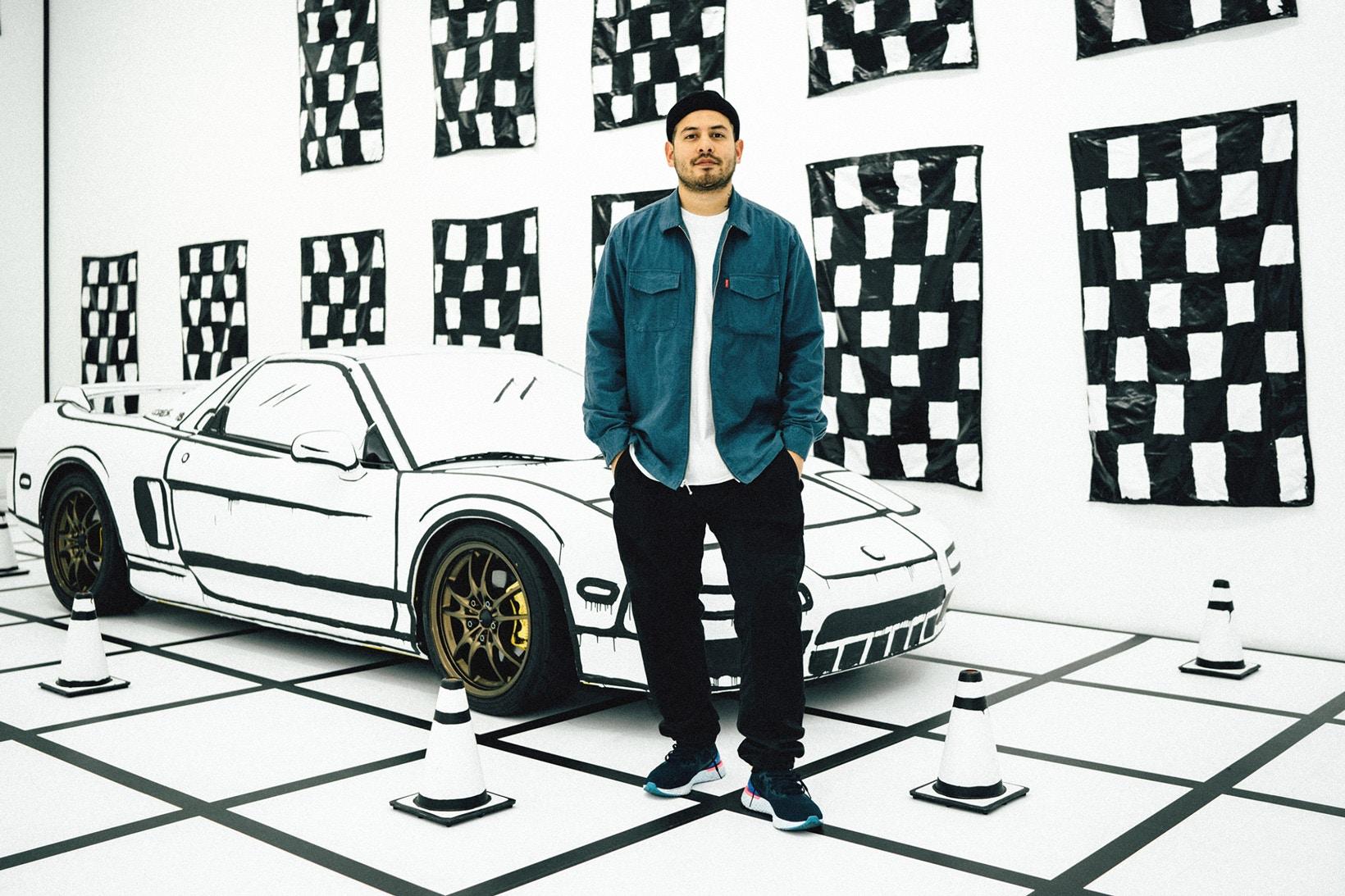 Joshua Vides pose devant son Acura NSX