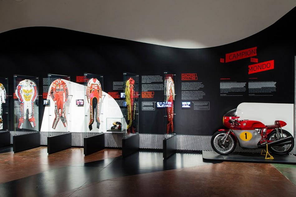 Le musée de l'équipement moto Dainese retrace l'histoire de la marque
