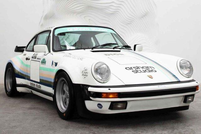 Vue avant de lApple Porsche de Daniel Arsham