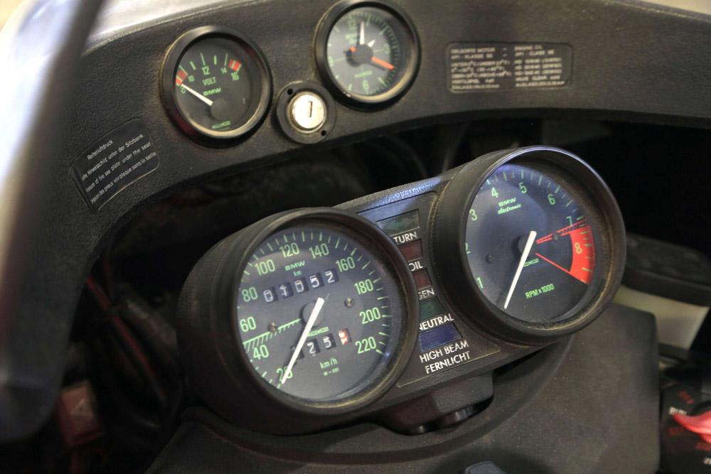 cockpit de la R100 rs