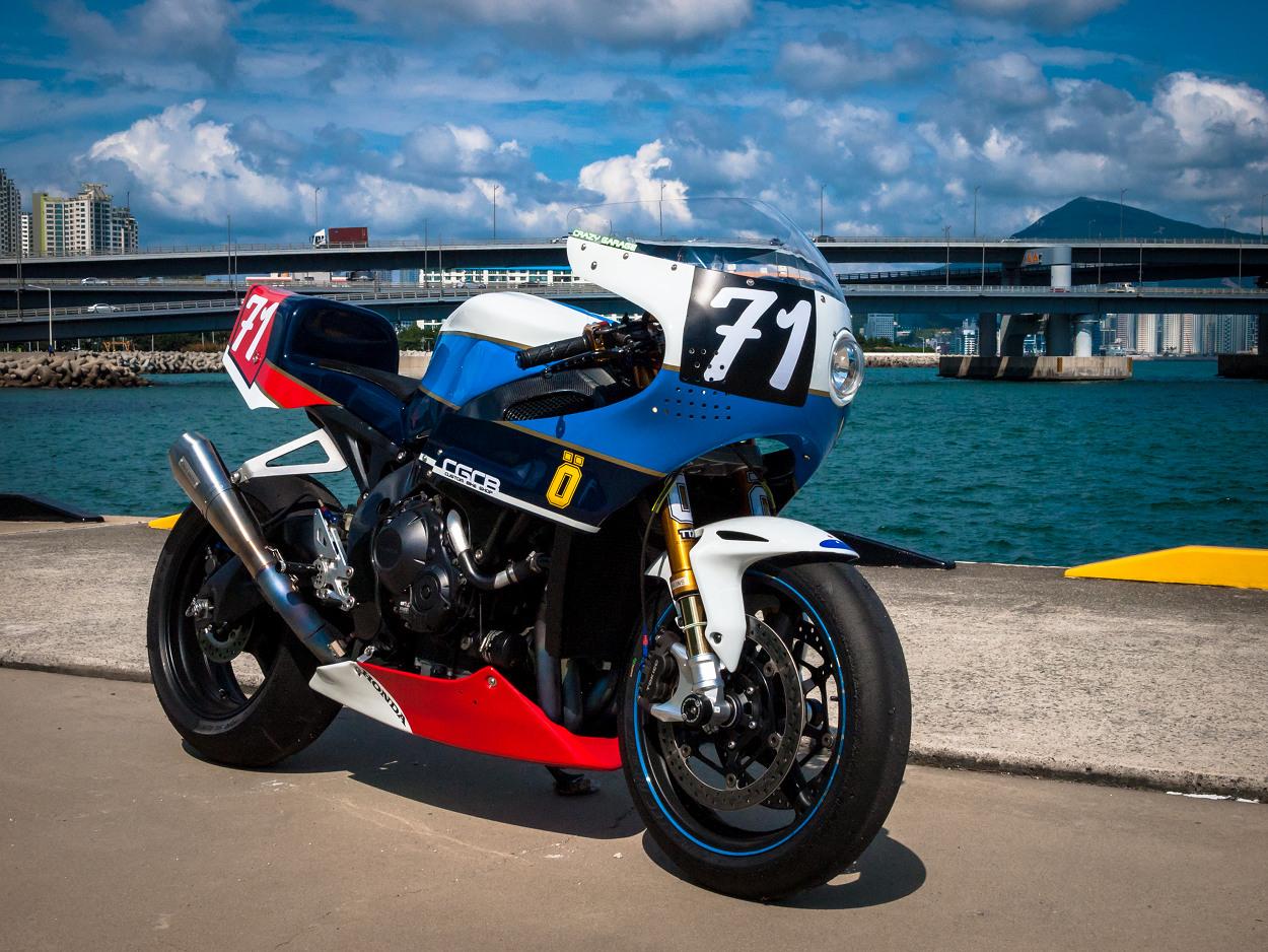 La CBR1000RR Retro-Racer de Crazy Garage envoie du lourd !