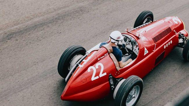 Transformez votre Mazda MX-5 en Alfa Romeo de course des années 40 !