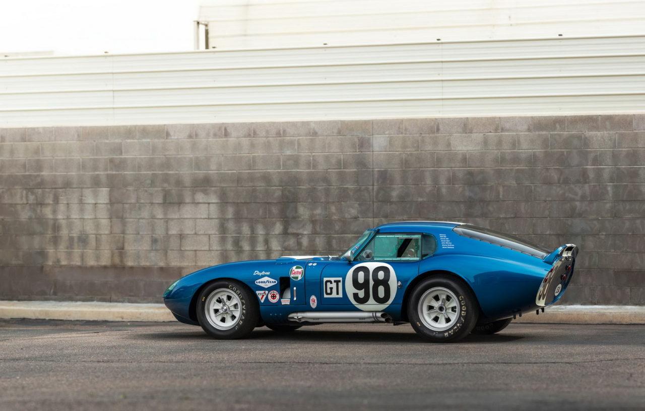 Offrez vous la Cobra Daytona Coupé 1965 de Caroll Shelby