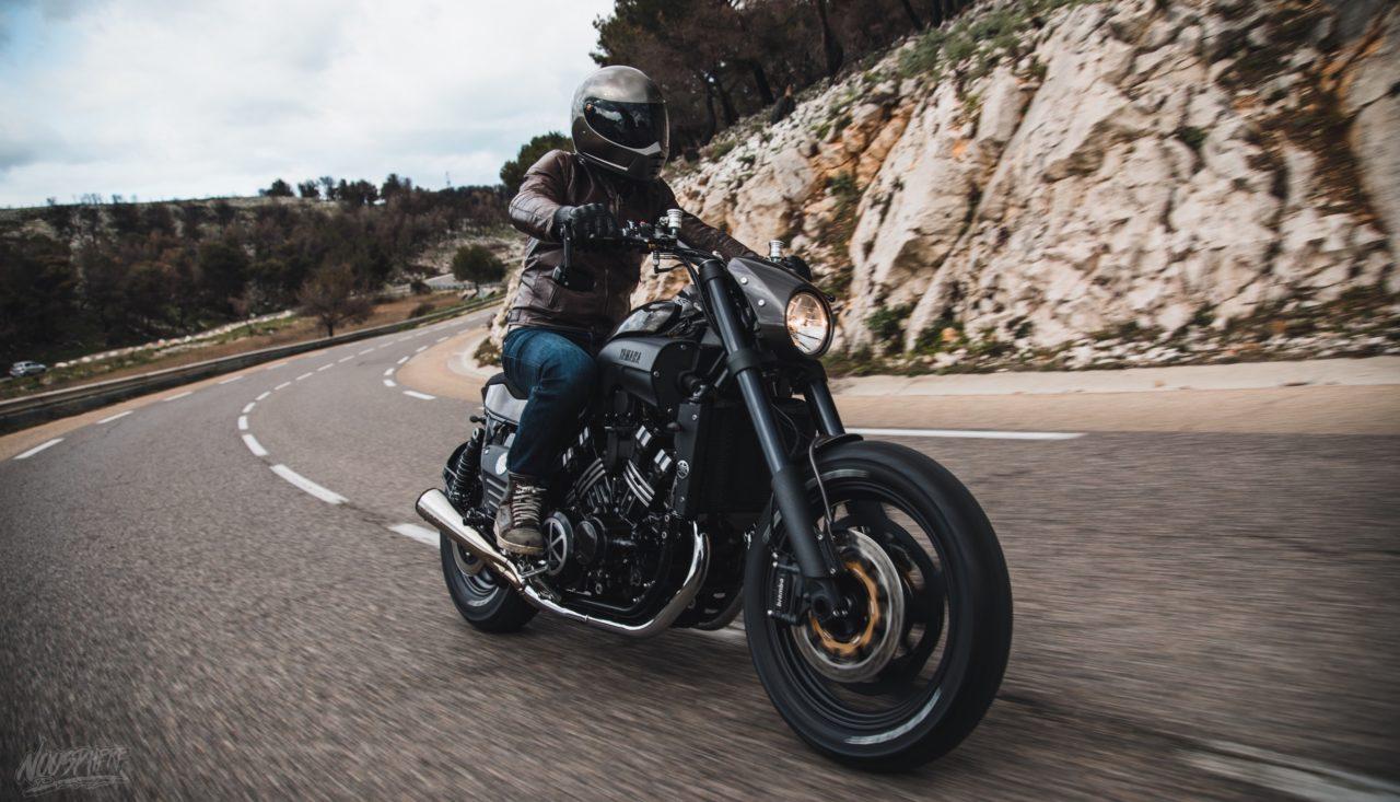 Le Yamaha VMAX des enfers par Taverne Motorcycle