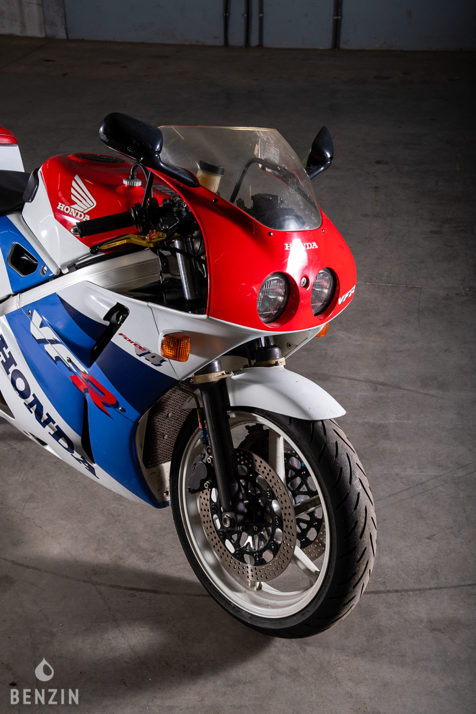 benzin.fr VFR400 enchere moto RC30